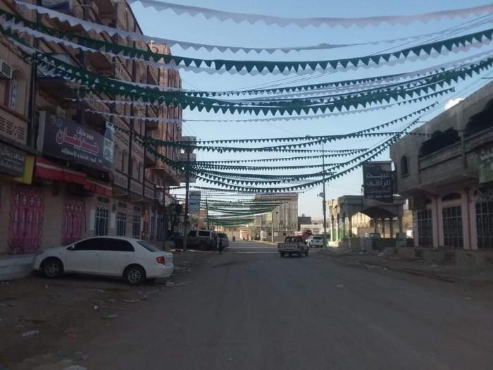 لبث الفكر الطائفي.. مليشيات الحوثي تجبر أهالي بيحان لإنارة الشوارع بزينة المولد النبوي